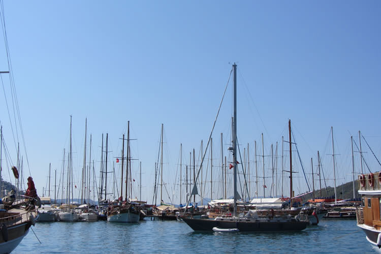 turkish-villa-boats-in-the-harbour_mini