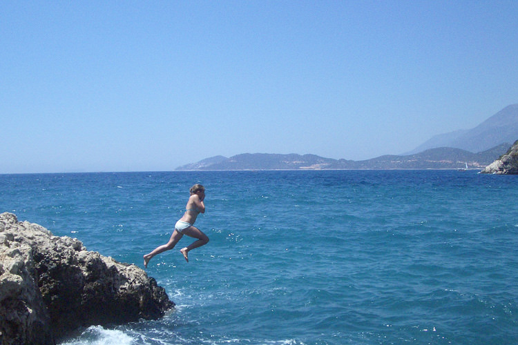turkish-villa-jumping-into-sea_mini